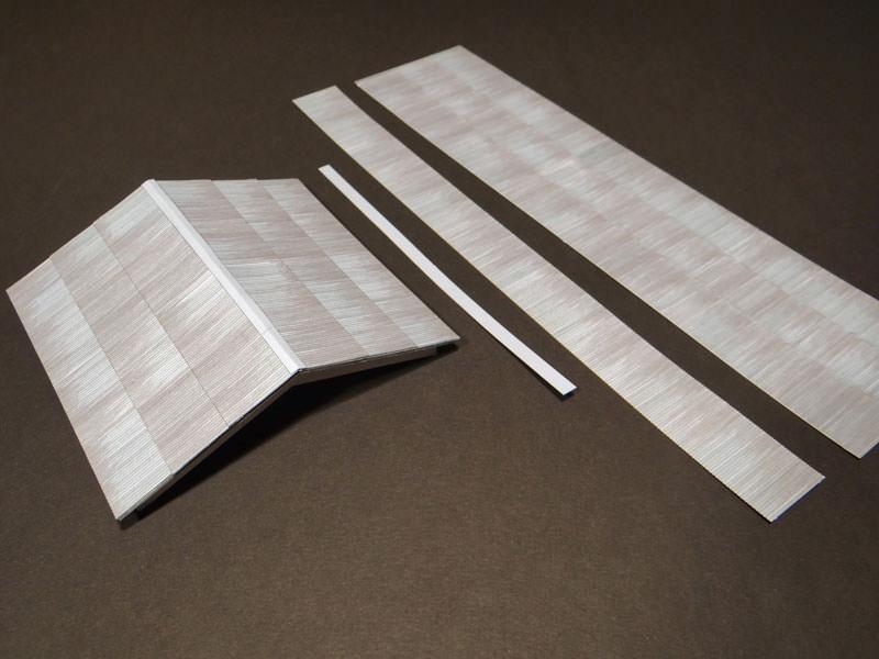 toiture en t le ondul e bords cisel s au laser r gions compagnies maquettes en carton. Black Bedroom Furniture Sets. Home Design Ideas