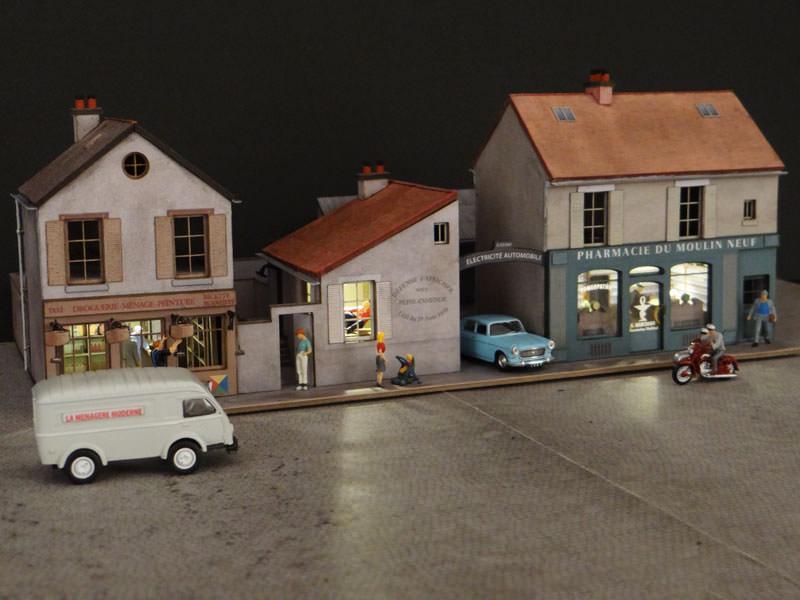 alignement de 3 maisons le de france 2 commerces et 1 garage r gions compagnies. Black Bedroom Furniture Sets. Home Design Ideas