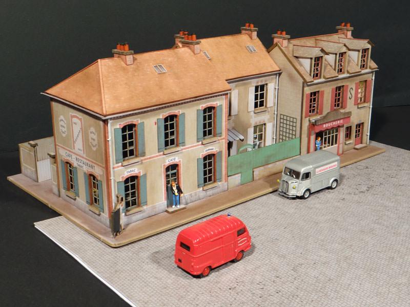 alignement de 3 maisons le de france 2 commerces angle gauche r gions compagnies. Black Bedroom Furniture Sets. Home Design Ideas