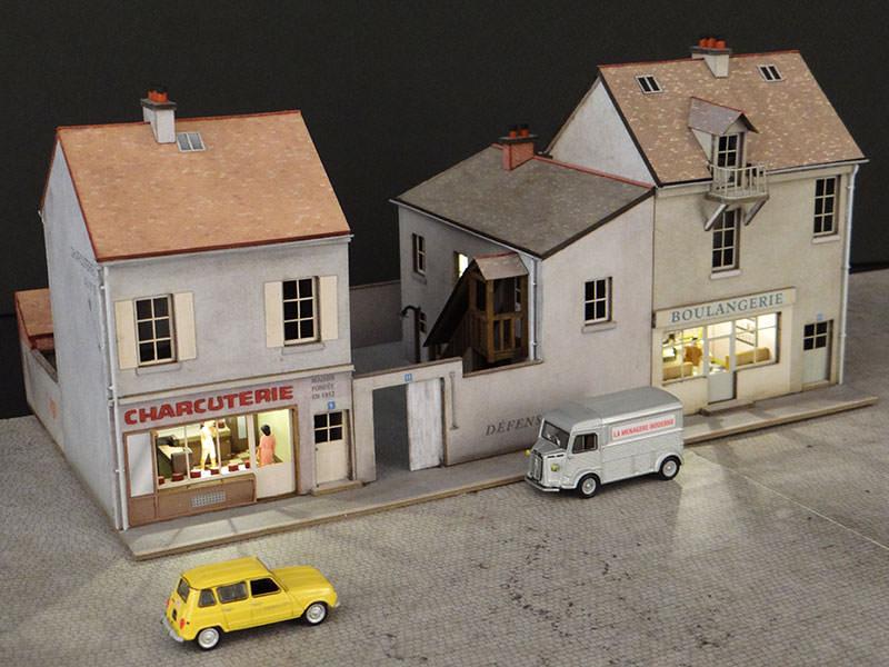 alignement de 3 maisons le de france 2 commerces r gions compagnies maquettes en carton. Black Bedroom Furniture Sets. Home Design Ideas