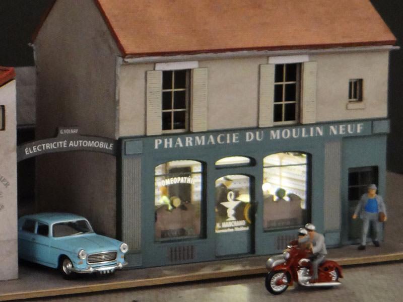 Alignement de 3 maisons le de france 2 commerces et 1 for Garage automobile a louer ile de france